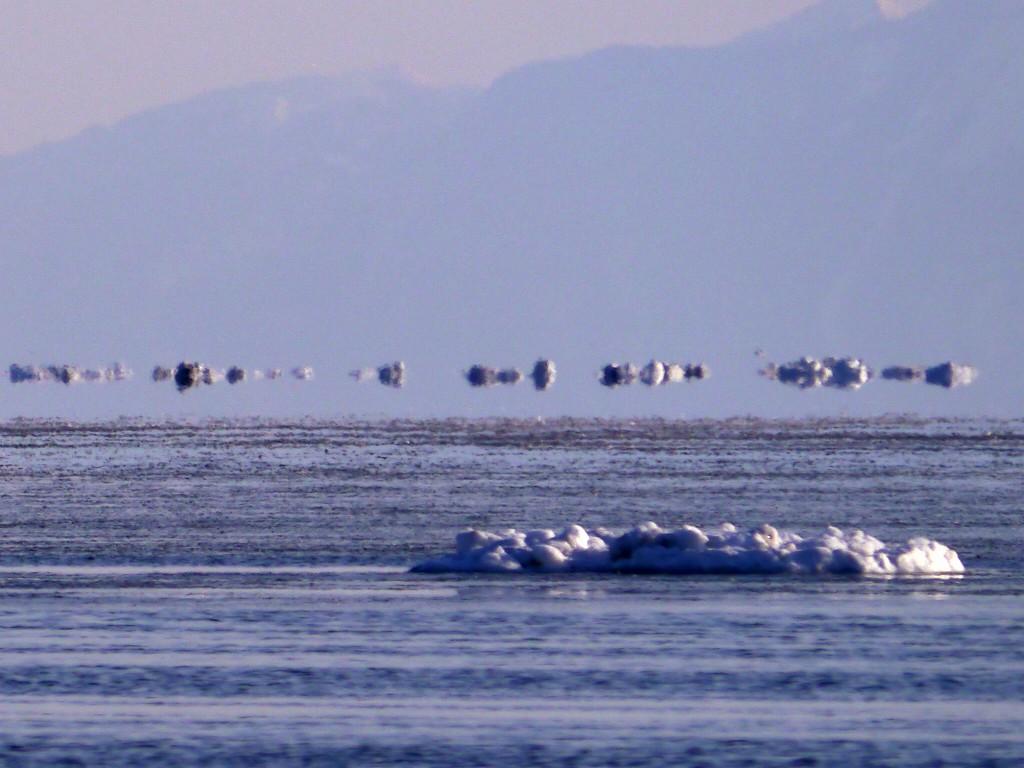 空飛ぶ流氷 流氷の下位蜃気楼